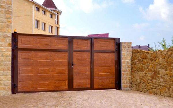 Откатные ворота с калиткой от компании