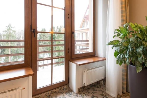 Деревянные подоконники для гостиной